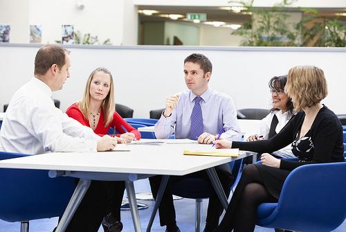 【人材教育】生産性の高い人材を教育するために知っておきたい、ティーチングとコーチングの違い